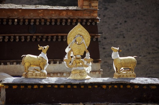 Stock Photo: 1886-55227 DEER and MANDALA adorn the roof of the MONASTERY housing a MILAREPA CAVE near NYALAM, TIBET
