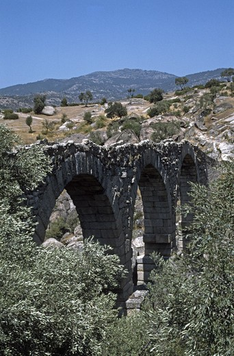 A ROMAN BRIDGE still stands after 2000 years of use - TURKEY : Stock Photo