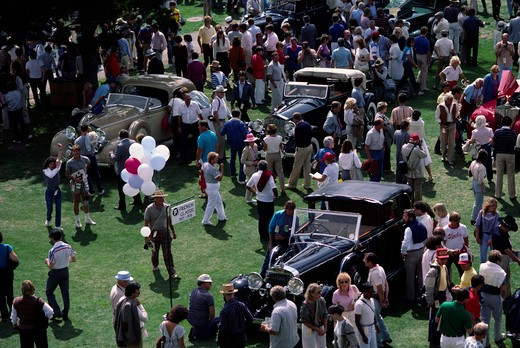 Stock Photo: 1886-55906 Spectators & VINTAGE CARS on the 18TH HOLE of PEBBLE BEACH during the CONCOURSE D'ELEGANCE - CALIFORNIA