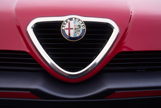 ALFA ROMEO GRILLE PLATE - CONCORSO ITALIANO (Italian Concourse), QUAIL LODGE, CALIFORNIA : Stock Photo