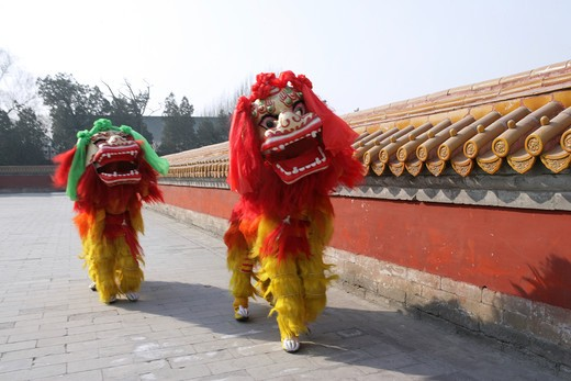 Stock Photo: 1886-58402 Chinese Lion Dancing In Temple Of Heaven