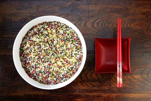 Stock Photo: 1886-60915 close-up of a bowl of mixed corns and chopsticks