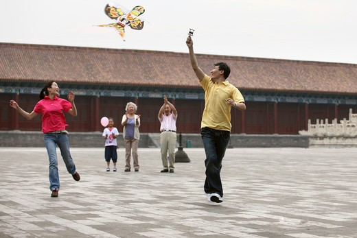 Stock Photo: 1886-61971 chinese families flying kites in the forbidden city,beijing,china