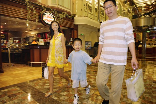 Stock Photo: 1886-63283 Chinese Family Shopping In America