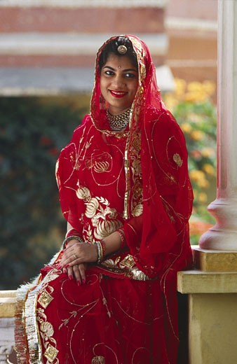 JAIPUR ROYALTY Rupina Kumari Singh with gold embroidered RED WEDDING SARI before marriage - RAJASTHAN, INDIA  : Stock Photo