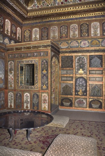 One of the  beautifully painted, tiled, and decorated sitting rooms of The Harem - Topkapi Palace (Ottoman Empire), Istanbul : Stock Photo