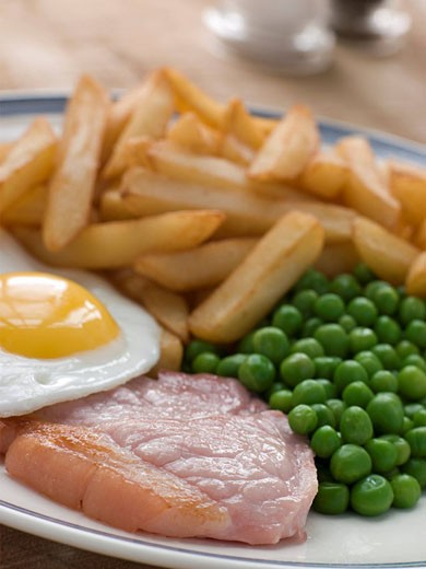 Gammon Steak Fried Egg Peas and Chips : Stock Photo