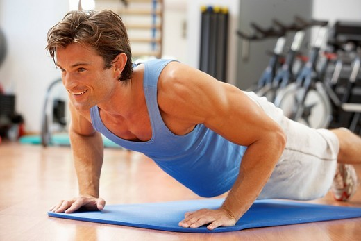 Man Doing Press Ups In Gym : Stock Photo