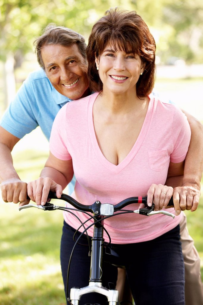 Senior Hispanic couple with bike : Stock Photo