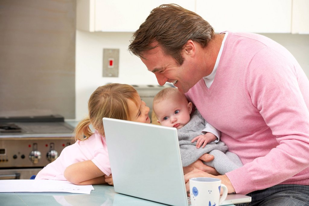 Stock Photo: 1888R-44949 Father with children using laptop in kitchen