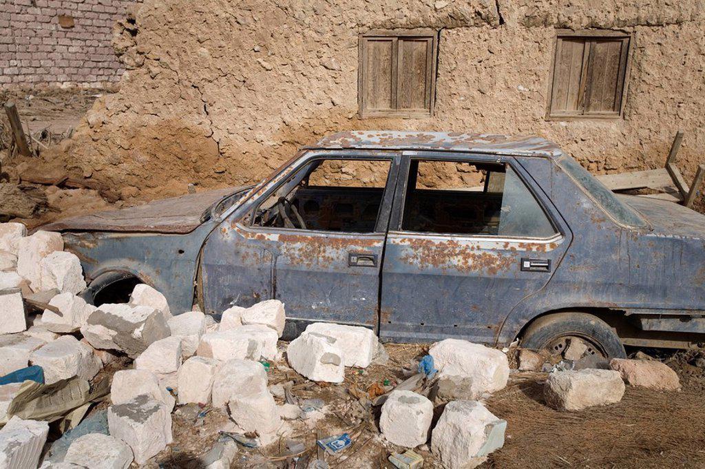 Abandoned car in Siwa : Stock Photo