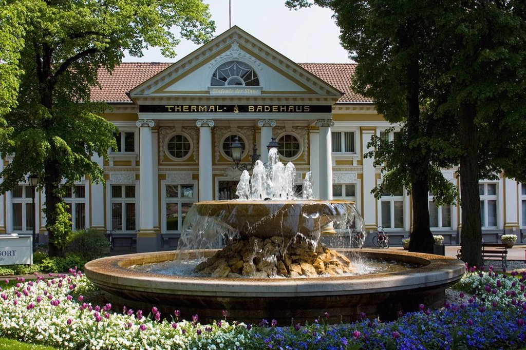 bad neuenahr_ahrweiler, nordrhein_westfalen, germany, a fountain at the front of a spa : Stock Photo