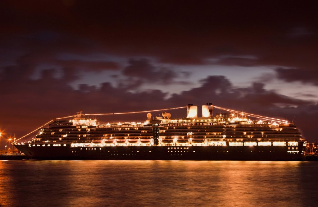 Cruise Ship On The River Tyne At Night, South Shields, Tyne And Wear, England : Stock Photo