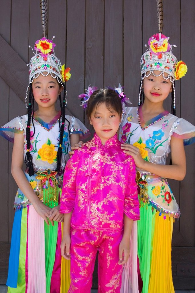 Young Thai dancers in Asian Festival, Heritage Square & Science Park, Phoenix, Arizona, USA : Stock Photo