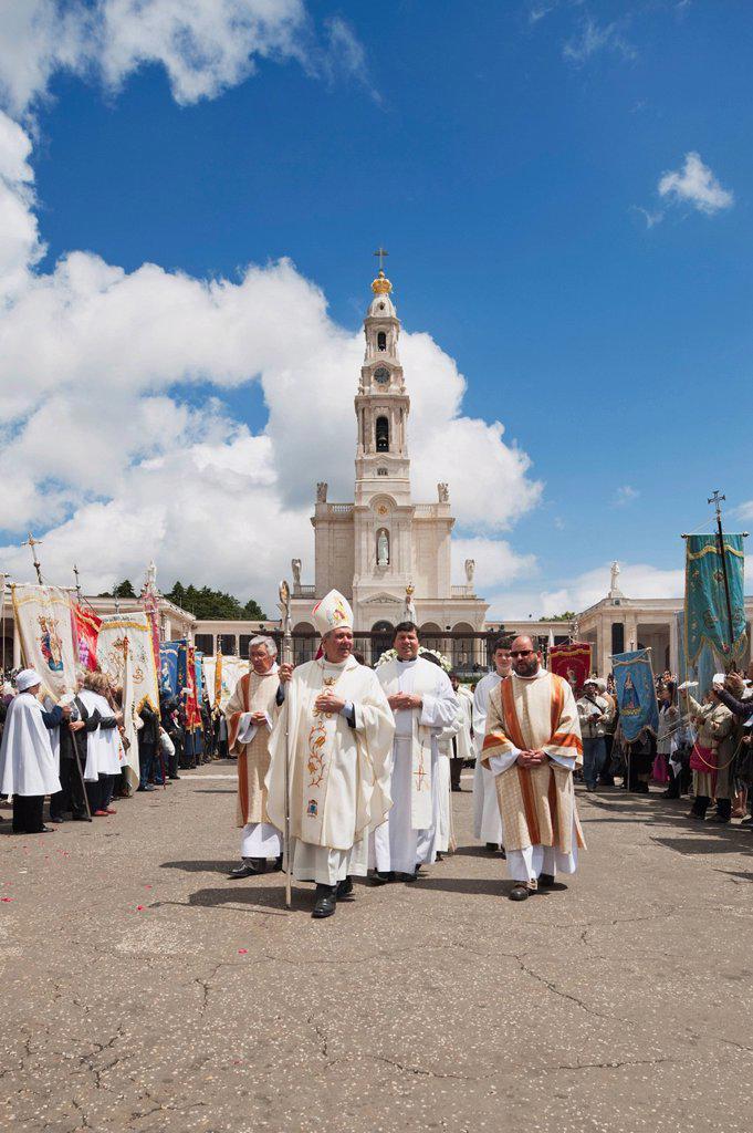 religious leaders walk through the crowd at the basilica of fatima, fatima, estremadura and ribatejo, portugal : Stock Photo