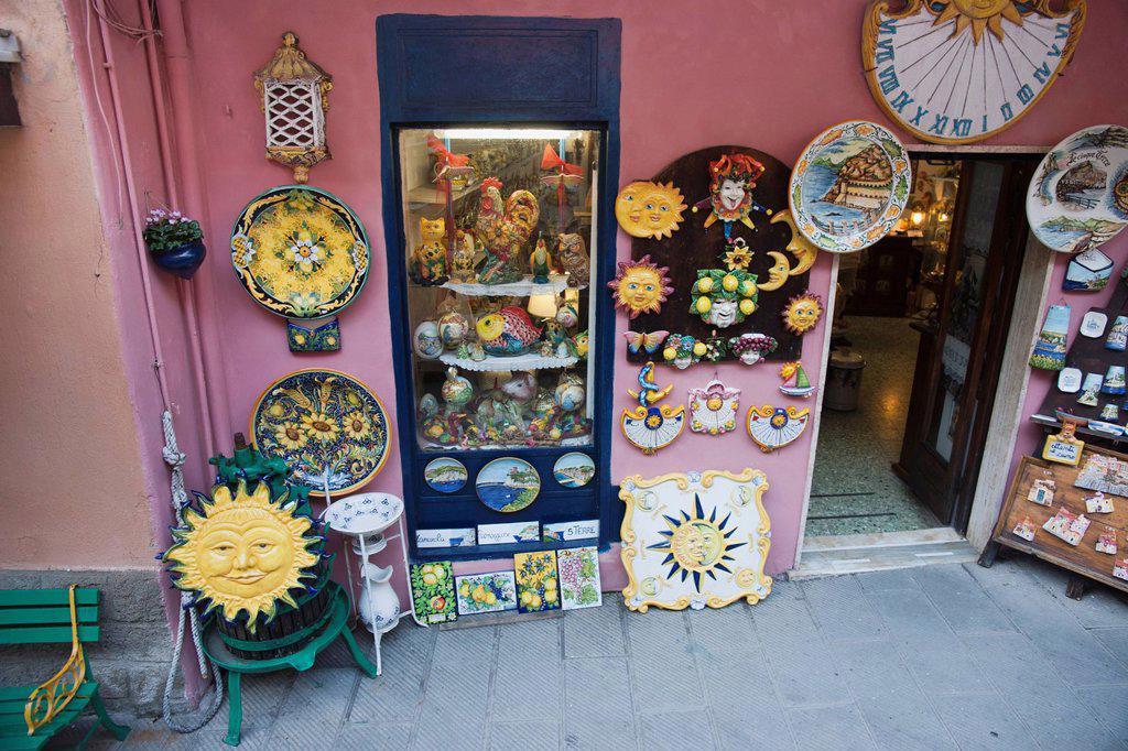 Stock Photo: 1889-62392 colorful pottery on display, manarola, liguria, italy