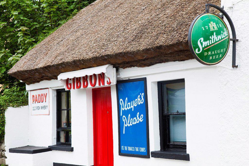 traditional irish pub, neale, county mayo, ireland : Stock Photo