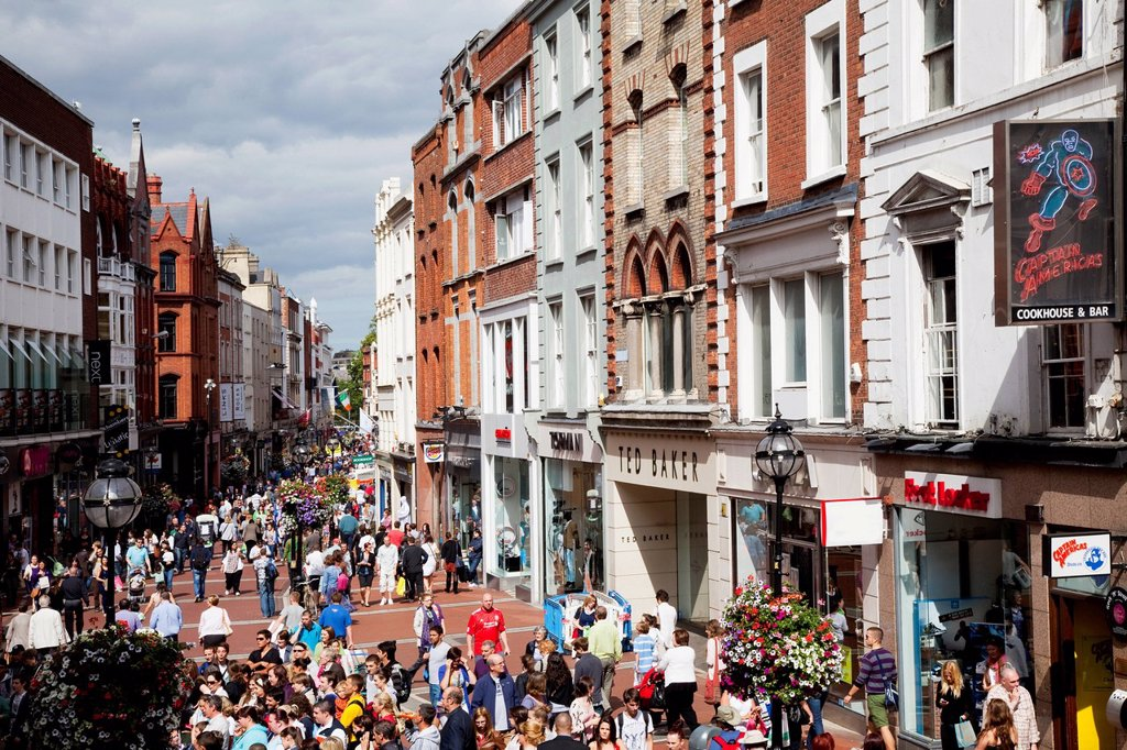 Pedestrian traffic on a busy street, dublin city county dublin ireland : Stock Photo
