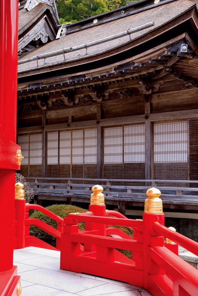 Japanese temple with red wood railing, koyasan wakayama japan : Stock Photo