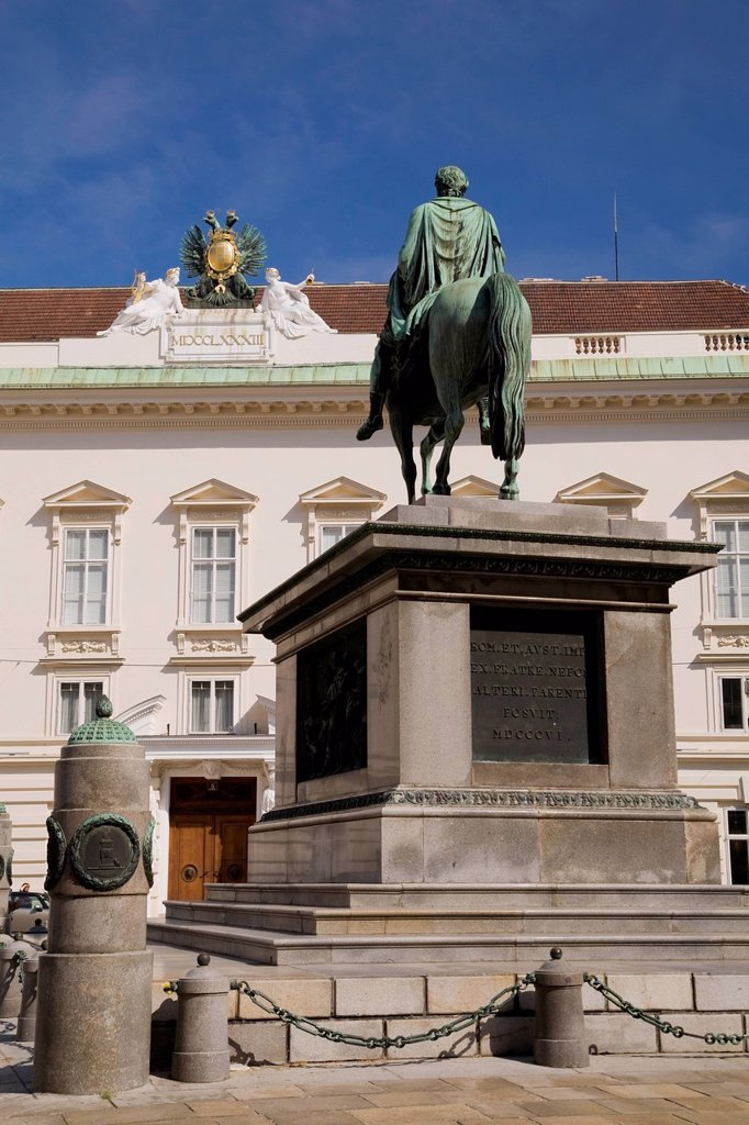 Stock Photo: 1889-76307 Statue and old architectural style building at the hofburg palace complex, vienna austria
