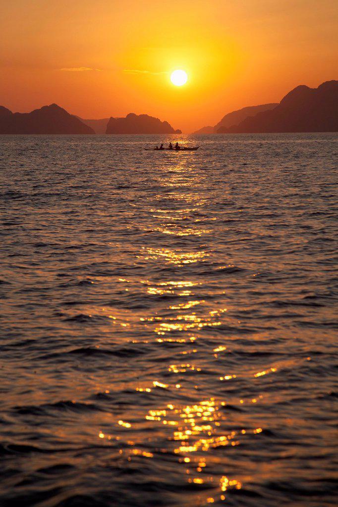Sunset Over The Mountainous Coast, Corong Corong Bacuit Archipelago Palawan Philippines : Stock Photo
