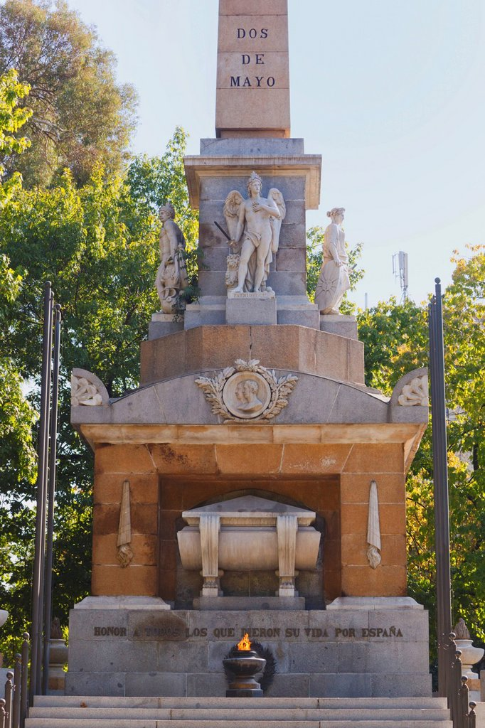 Stock Photo: 1889-76802 Monument to the heroes of may 2nd 1808 on paseo del prado, madrid spain