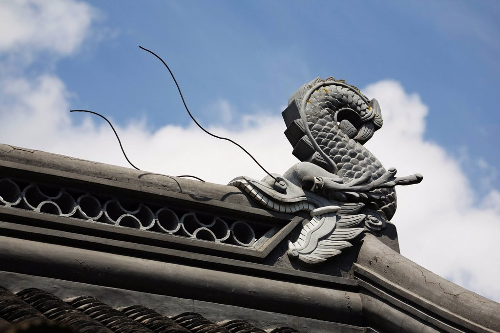 Stock Photo: 1889-79481 sculpture of a dragonfish eating the roof of a building, portland oregon united states of america