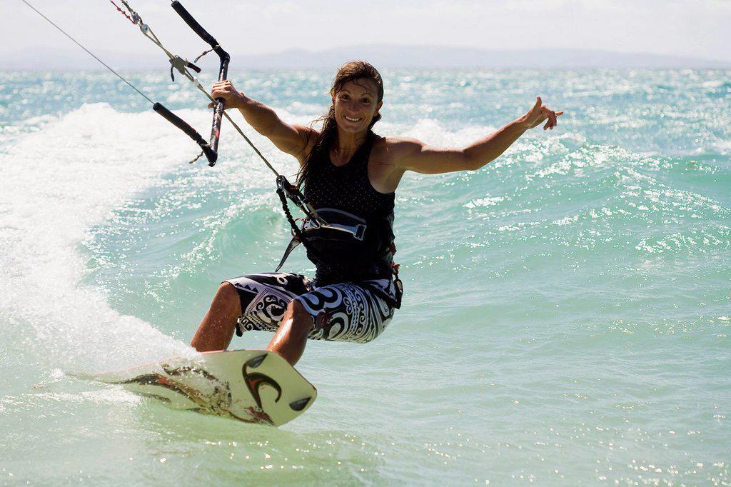 Woman kitesurfing in costa de la luz, tarifa, cadiz, andalucia, spain : Stock Photo
