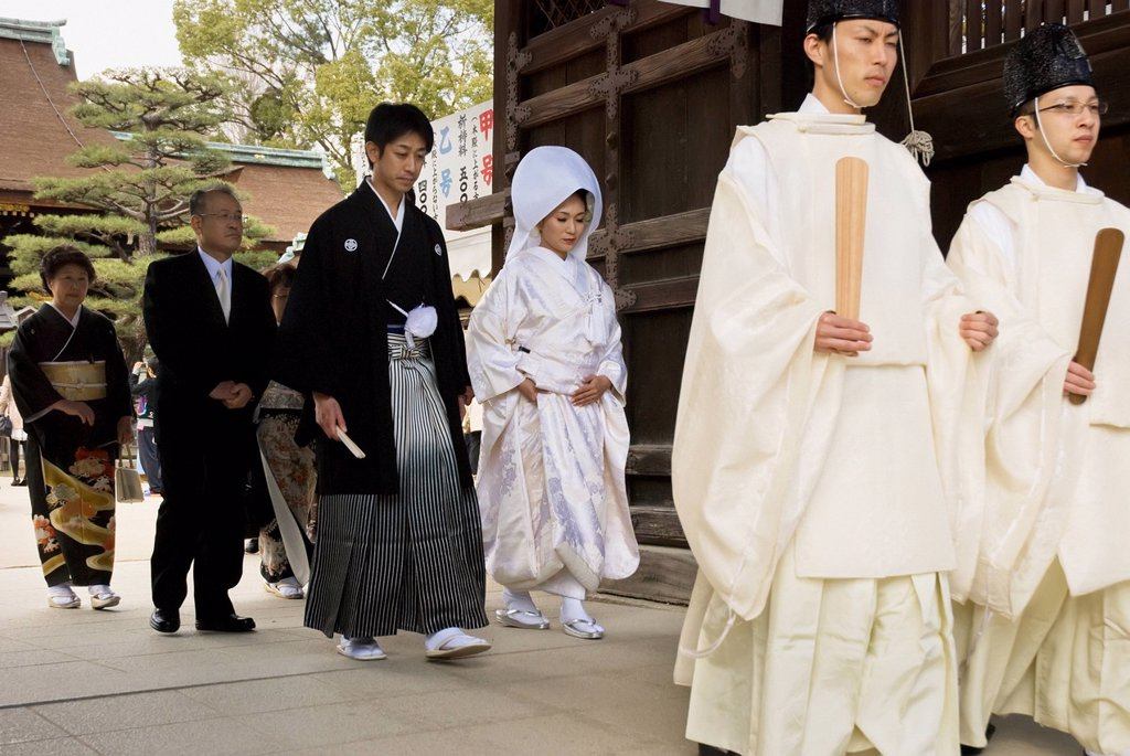 Stock Photo: 1889-82876 Traditional japanese wedding walking through the temple gate, kyoto, japan