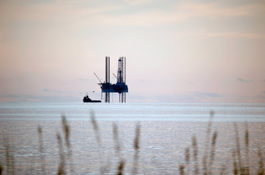 Oil Rig In The Gulf Of Mexico, Gulf Shores Alabama United States Of America : Stock Photo