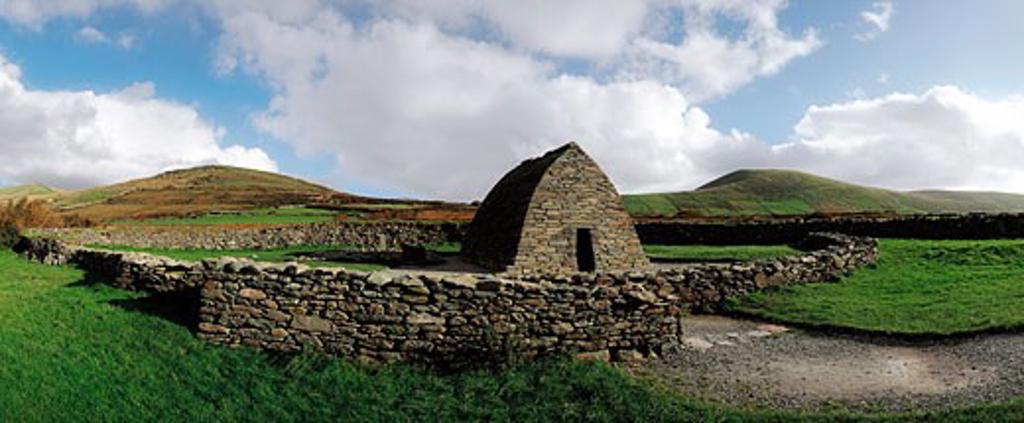 Co Kerry, Dingle Peninsula, Gallarus Oratory, Ireland : Stock Photo