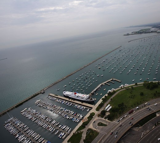 Stock Photo: 1889R-12790 A harbor in Chicago, Illinois