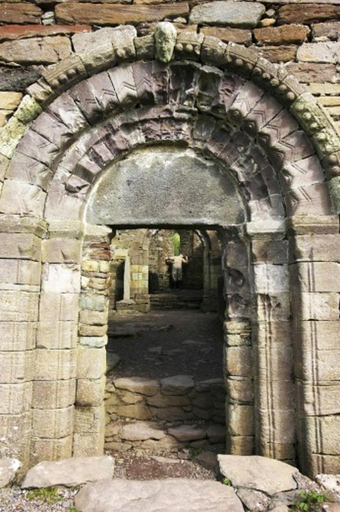 Kilmalkedar Church, Dingle, County Kerry, Ireland; Entrance to church ruins : Stock Photo