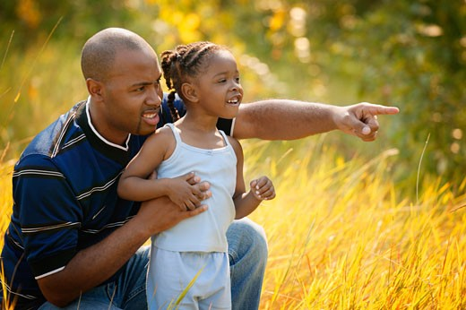 Stock Photo: 1889R-20075 Father and daughter go sight seeing