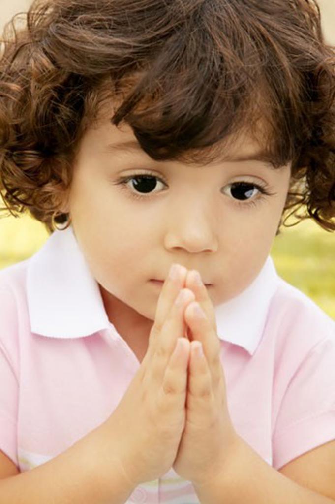 Child praying : Stock Photo