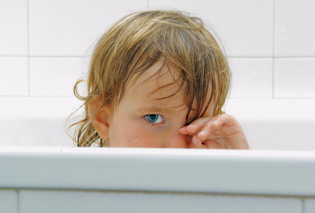 Stock Photo: 1889R-46929 Child in bath tub
