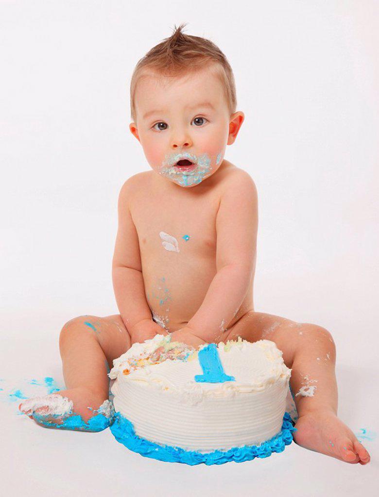 Little boy eating cake : Stock Photo