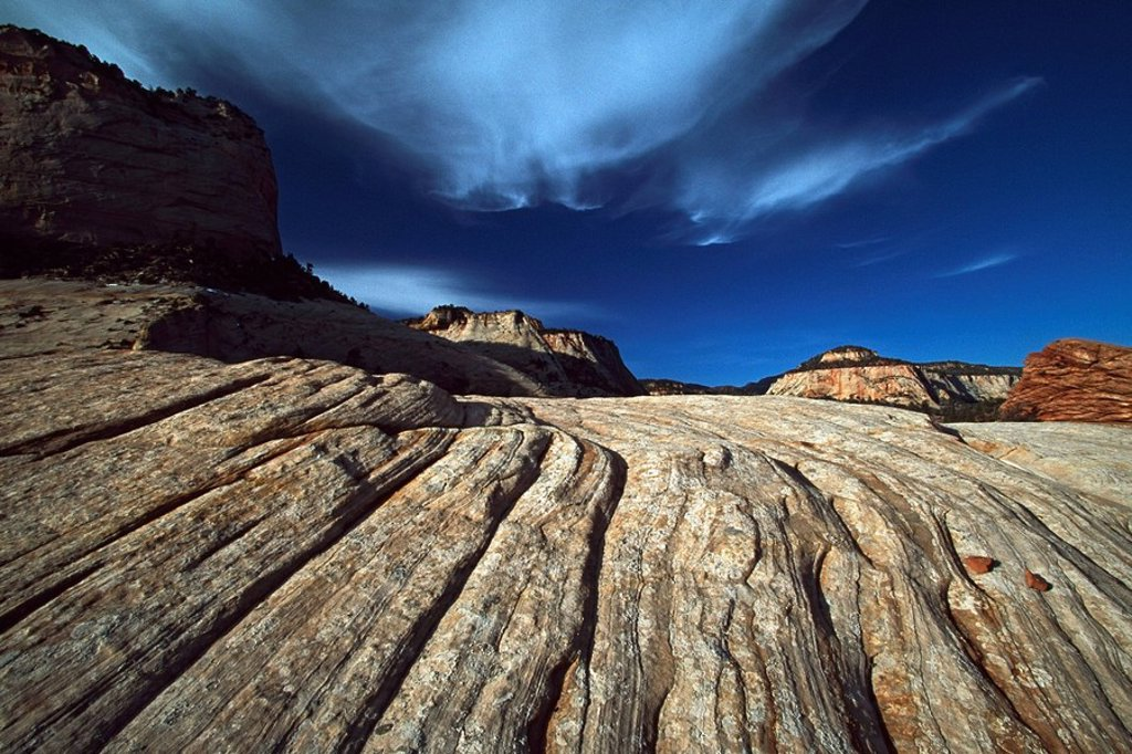 Lines in sandstone reveal ancient sand dunes : Stock Photo