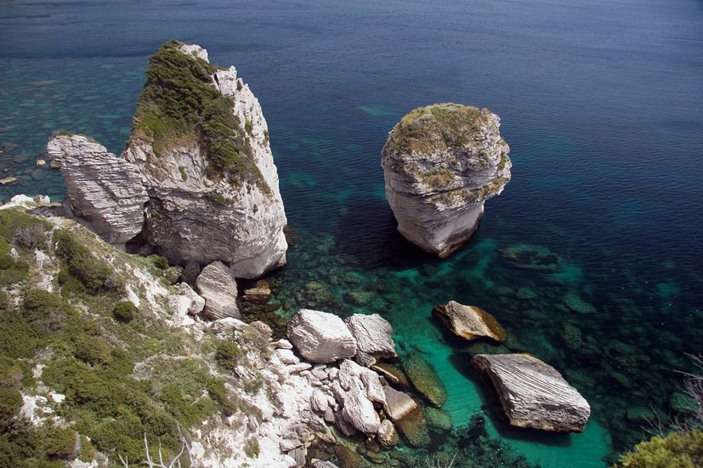 bonifacio, corsica, france, rock formations along the coastline : Stock Photo