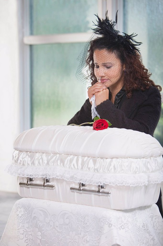 mother grieving at an infant´s coffin : Stock Photo
