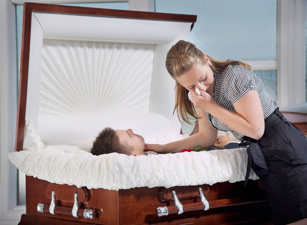 Stock Photo: 1889R-50723 woman grieving at husband´s coffin