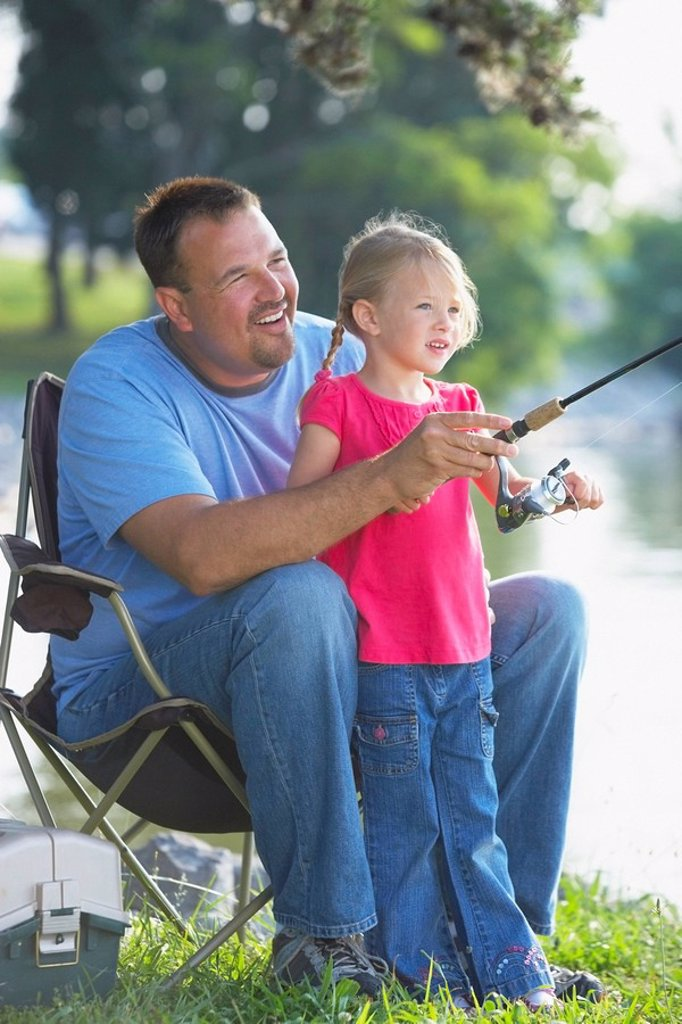 Stock Photo: 1889R-53431 a father and daughter fishing