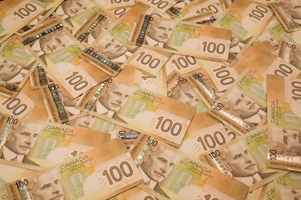 canadian one_hundred dollar currency bank notes : Stock Photo