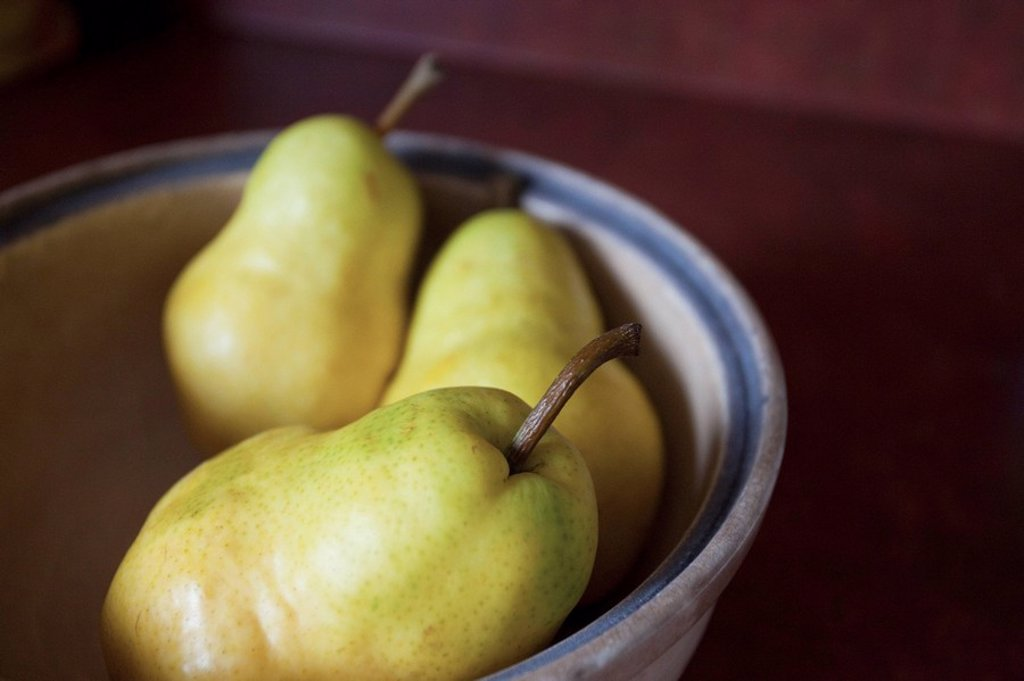 Stock Photo: 1889R-60647 A Bowl Of Pears