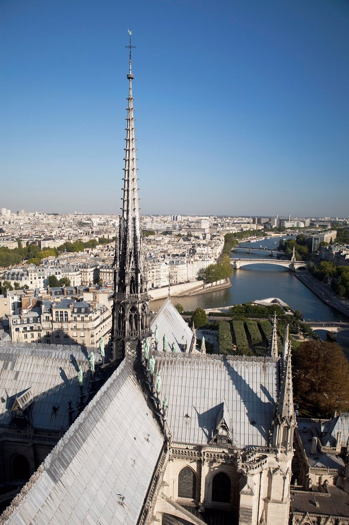 Stock Photo: 1889R-62580 roof tops of the back side of notre_dame cathedral with a spire, paris, france