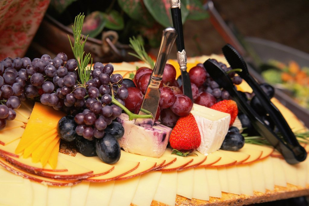a platter of cheese and fruit, gresham, oregon, united states of america : Stock Photo