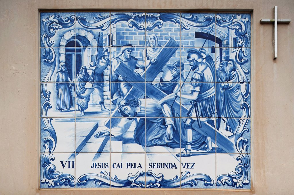 painted ceramic tile depicting the seventh station of the cross as jesus falls for the second time, porto de mos, estremadura and ribatejo, portugal : Stock Photo