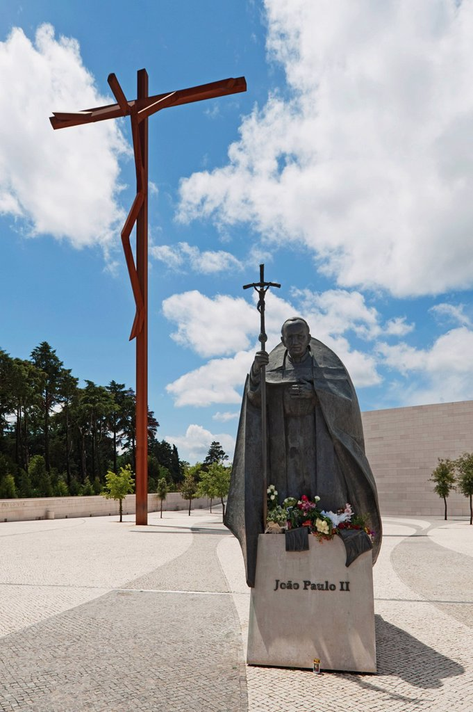 Stock Photo: 1889R-64215 the high cross and a statue of pope john paul ii at the basilica of fatima, fatima, estremadura and ribatejo, portugal