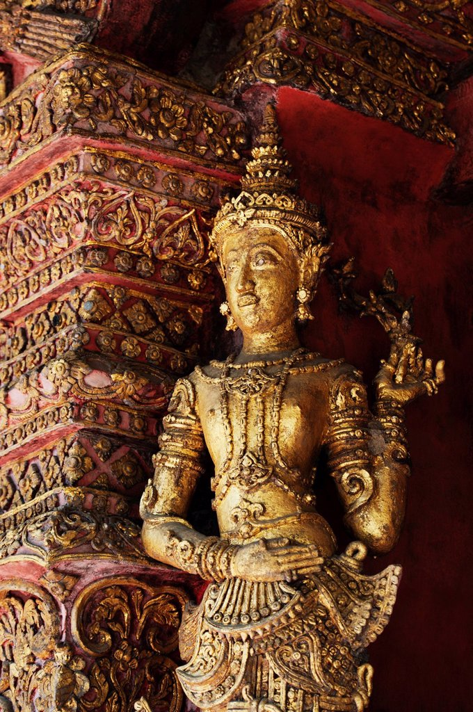 Stock Photo: 1889R-64577 statue in wat phra singh temple, chiang mai, thailand