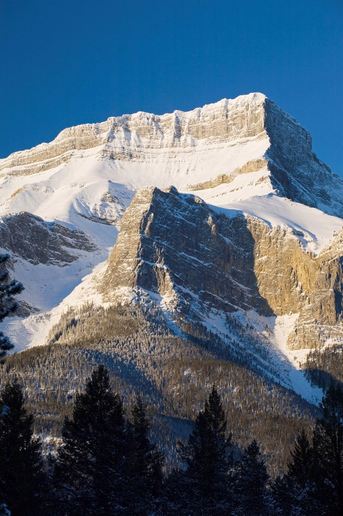 Snow_Capped Mountain, Canmore, Alberta, Canada : Stock Photo